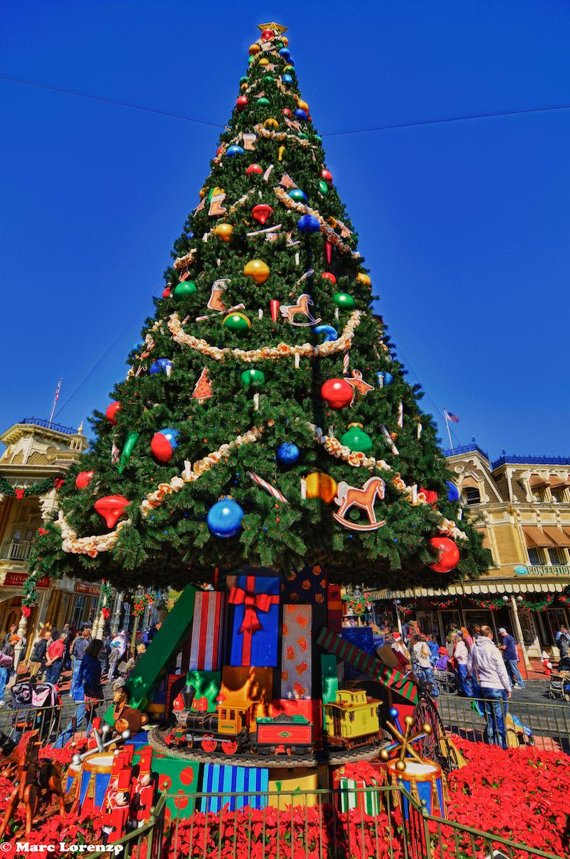 magic kingdom christmas tree - Disney Christmas Trees