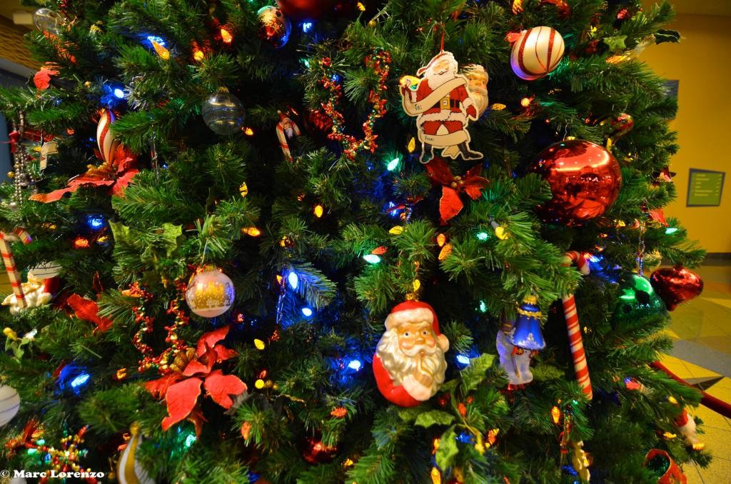 Pop Century Christmas Tree Close up (1)