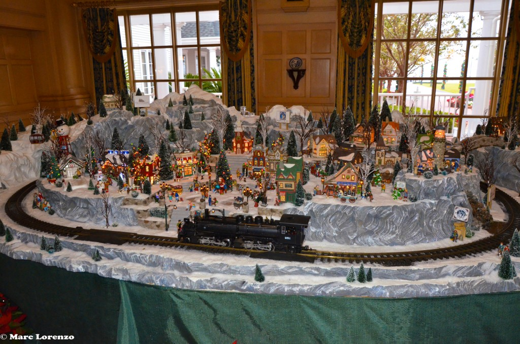 Yacht Club Christmas Train 1 (1)